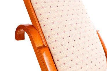 Fotel bujany jasne drewno i materiał